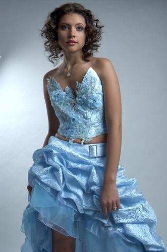 Фото моделей вечерних нарядных платьев.  Фирменное выпускное платье фото.