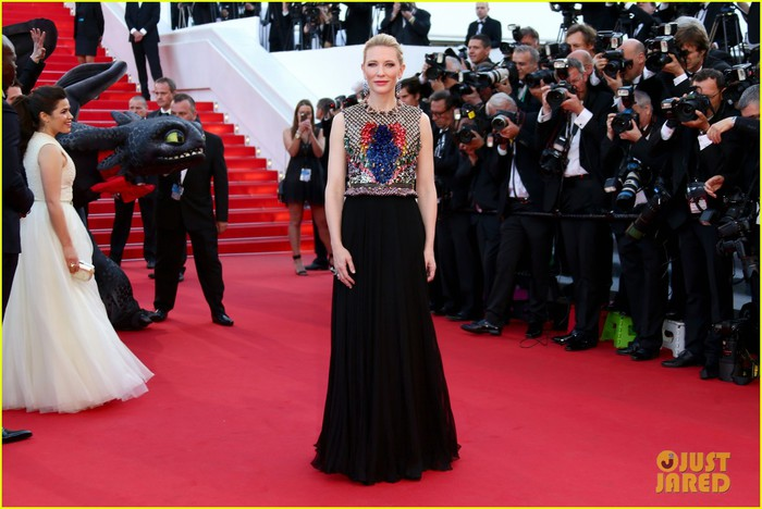 cate-blanchett-kit-harington-how-to-train-your-dragon-2-cannes-premiere-14 (700x468, 89Kb)