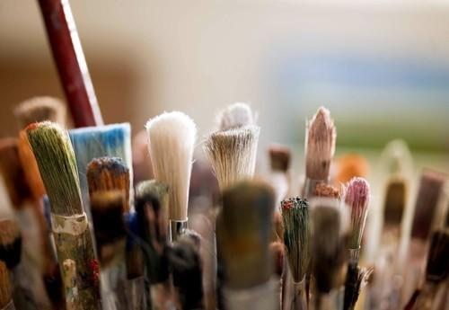 краски и кисточка картинка