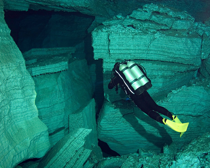 underwater-cave-hd-and-pictures-for-346786 (700x560, 527Kb)