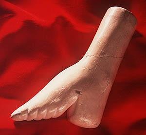 Меньшиков женские ножки в деревянных колодках мастурбация порно смотреть