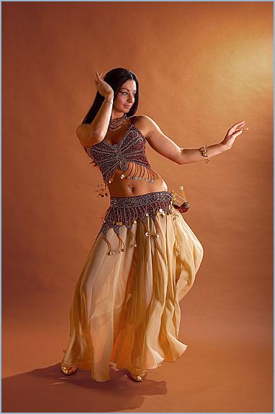 Примитивные сексуальные движения женского танца