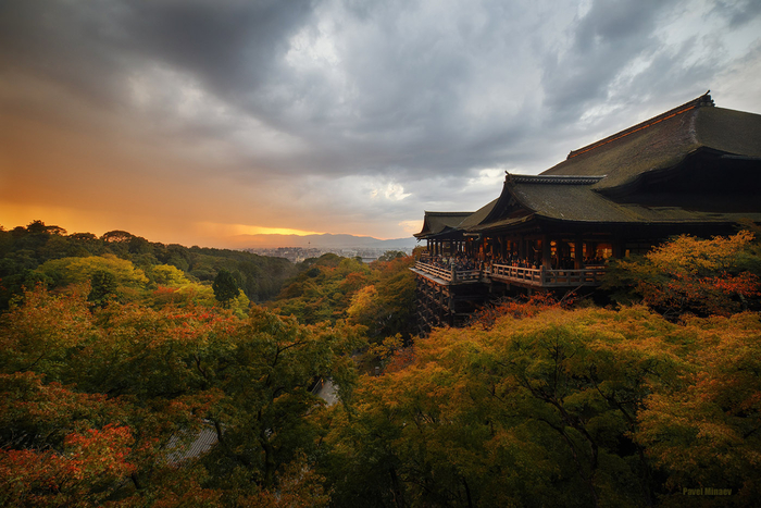 Kiyomizu-dera. Before the storm (700x467, 408Kb)