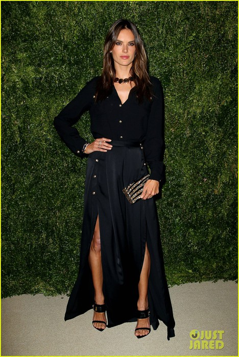 emily-ratajkowski-lily-aldridge-cfda-vogue-fashion-fund-awards-09 (468x700, 136Kb)