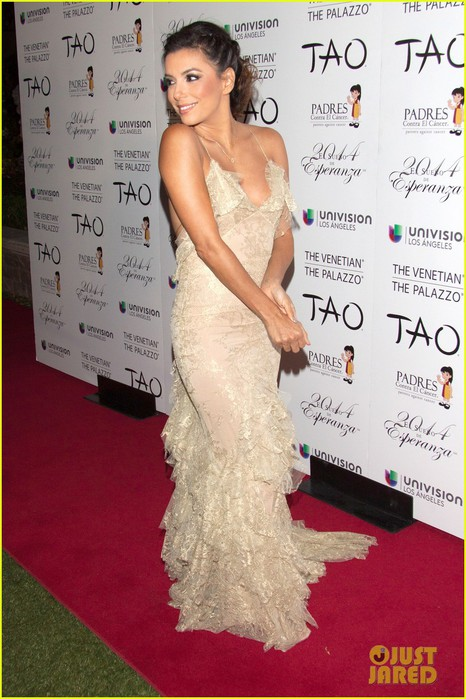 eva-longoria-gold-beauty-at-tao-nightclub-host-04 (466x700, 97Kb)