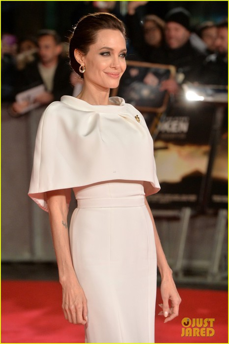 angelina-jolie-supports-her-star-jack-oconnell-at-unbroken-london-premiere-15 (466x700, 56Kb)