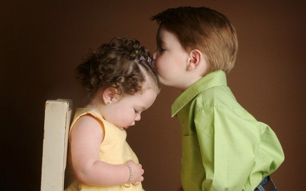 [wallcoo_com]_Little_boy_Kissing_little_girl_ISPC006024 (600x375, 35Kb)