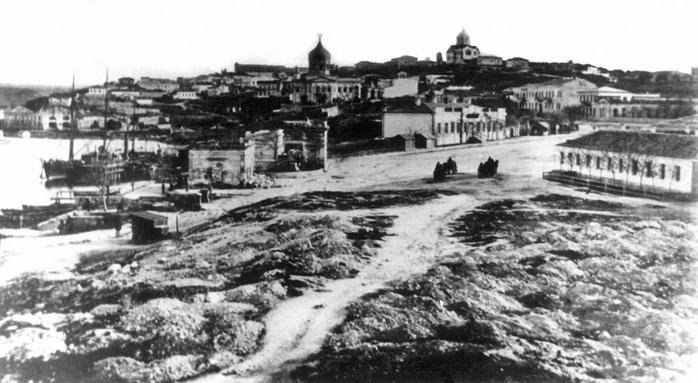 Севастополь Площадь у Графской пристани в начале 90-х годов 19-го векаov2 (700x383, 173Kb)