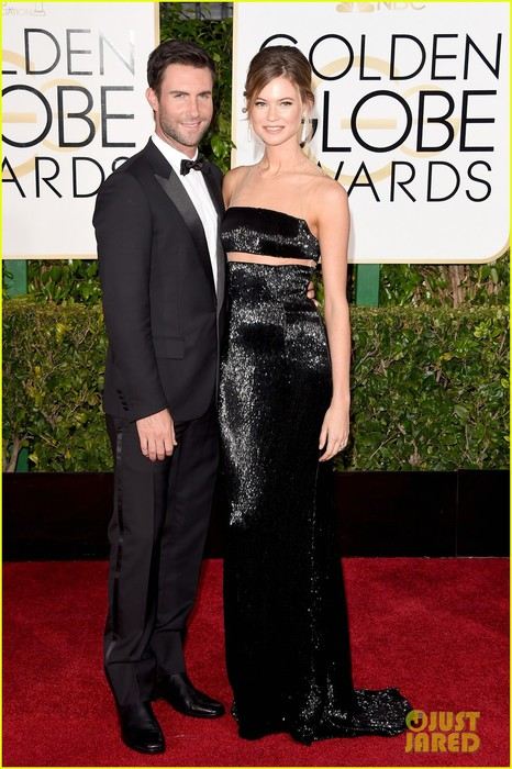 adam-levine-behati-prinsloo-golden-globes-red-carpet-2015-03 (466x700, 104Kb)