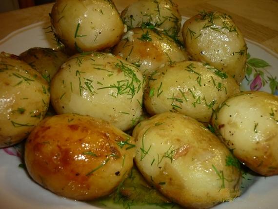 Картофель запеченный с чесноком в мультиварке