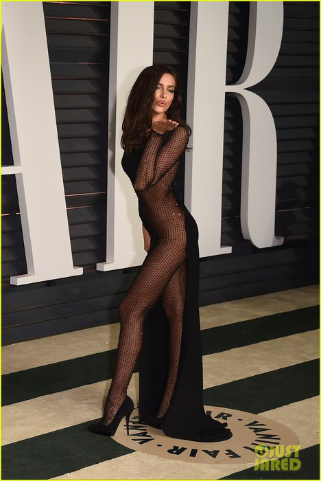 irina-shayk-shows-half-naked-body-oscars-2015-after-party-04 (468x700, 71Kb)
