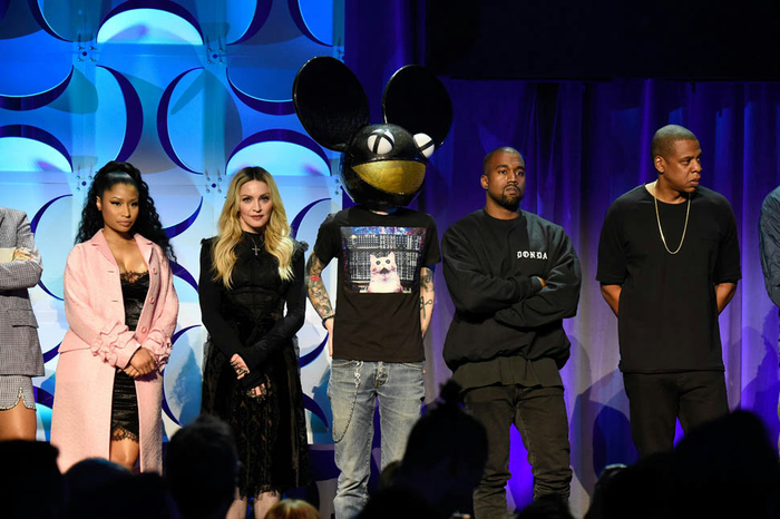 tidal-press-conference-31mar15-02 (700x466, 334Kb)