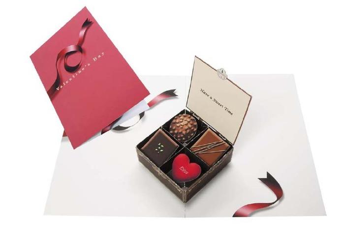 Объемная открытка в коробке из конфет, открытки днем