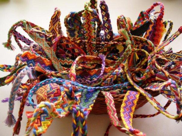 Фенечки из мулине или Браслеты Дружбы - Уроки и схемы плетения фенечек.