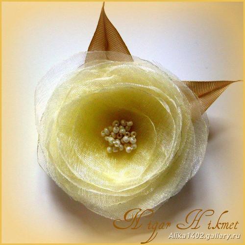 цветы из ткани, лент, как сделать цветы из лент.
