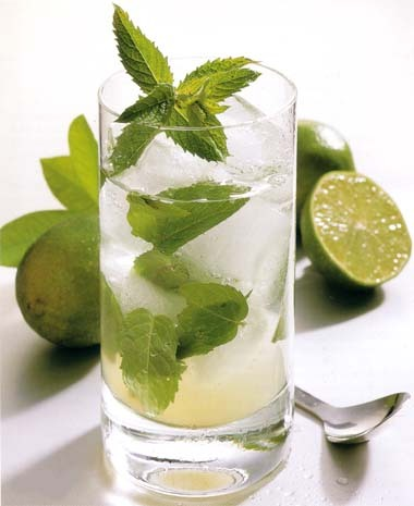 Класический рецепт коктейля Мохито Ингредиенты: 1 чайная ложка сахара...