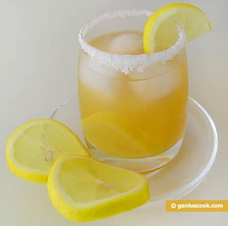 Рецепт приготовления коктейля с персиковым соком и мартини.