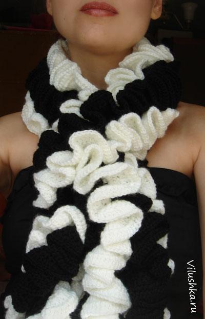 Связать шарф крючком - проще простого.  Можно взять практически любой.