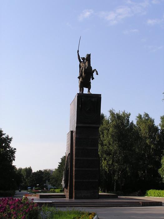 http://img0.liveinternet.ru/images/attach/c/0/48/353/48353304_Monument_of_Vasily_Chapaev.JPG
