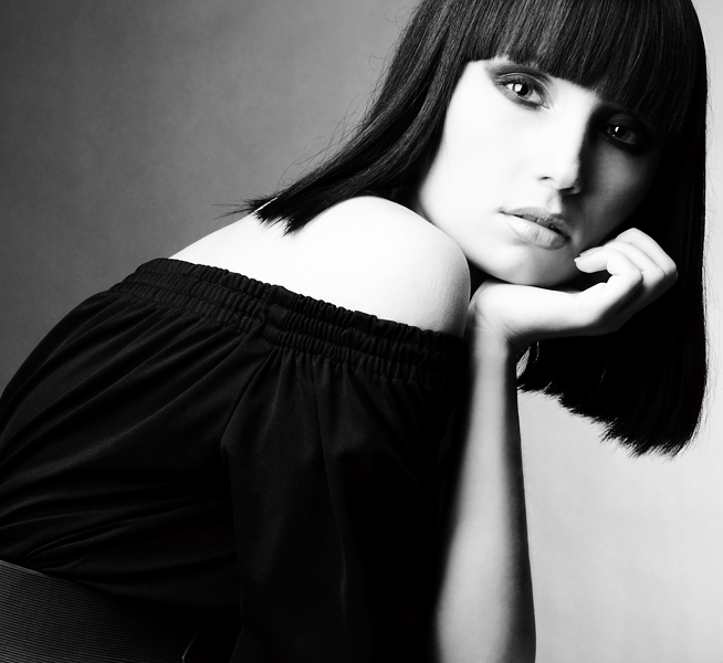 фото девушек брюнеток с короткими волосами