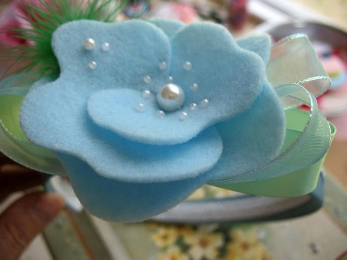 Мастер-класс: как сделать цветы из фетра и сложить из них красивый.