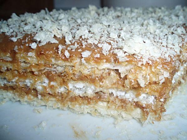 Вафельный торт со сгущёнкой.  3 белка.  Это торт один из вариантов...