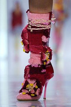 Мне очень понравилась идея вязаной обуви.  Вязаные угги меня не.
