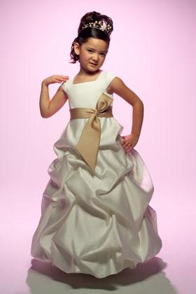 Как сшить платье для девочки ?  Детское платье своими руками.
