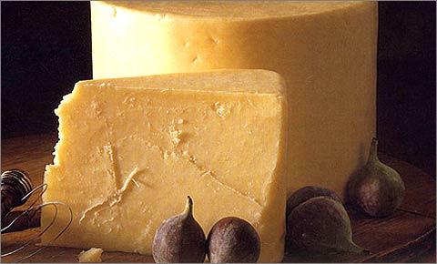 По оригинальному рецепту сыр заворачивается в ткань для...