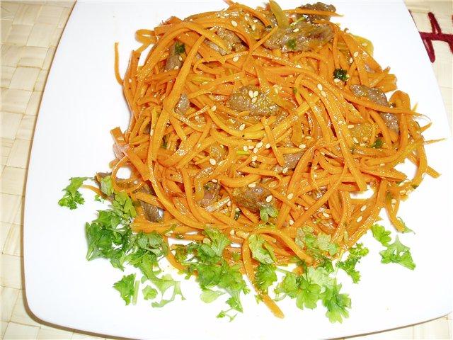Салат напоминает салаты из моркови по-корейски.  По желанию, в него...