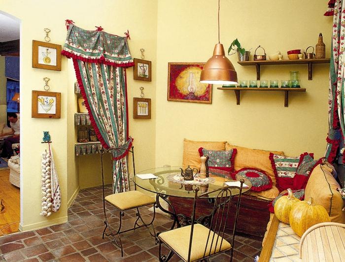 ...и плетеная мебель - кресла, стол, абажур для лампы.