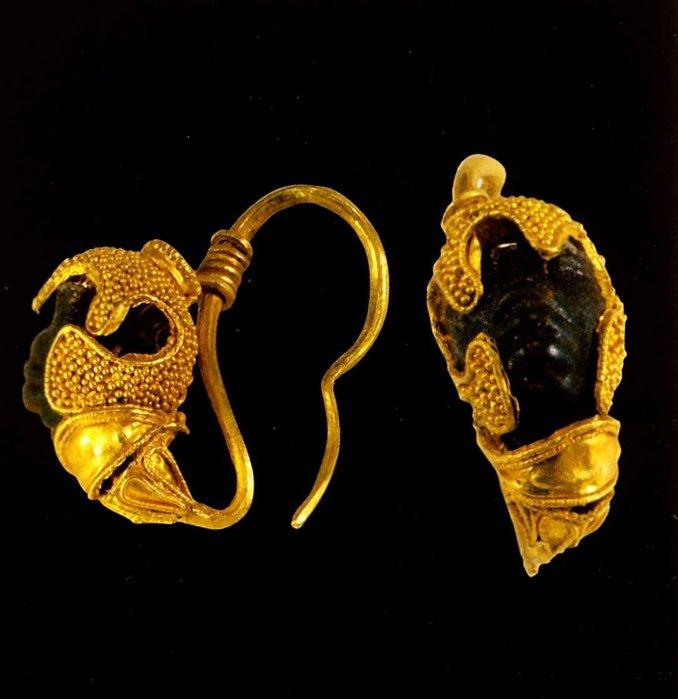 ...четверть 6 века до н. э. Золото; чеканка, пайка, филигрань Длина 3,2...