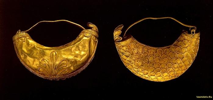...четверть 7 века до н. э. Листовое золото; чеканка, пайка Длина 3,4 см...