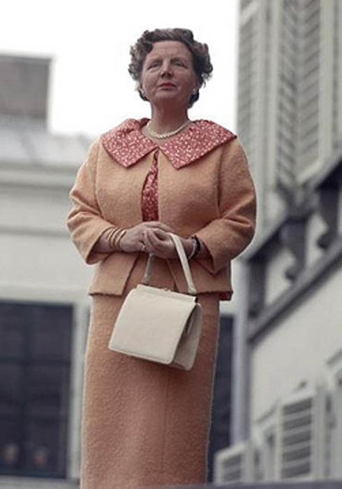 заметить, что королева нидерландов юлиана фото только руках