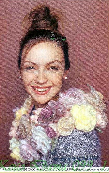 Схемы к вязанной накидке -шарфу с розами.  Осенью можно одеть очень...