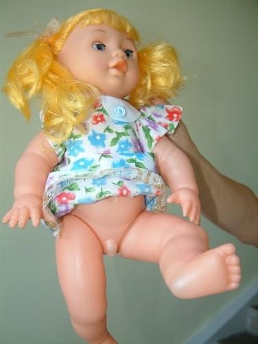 Бабушка хотела порадовать свою внучку и купила ей новую куклу.