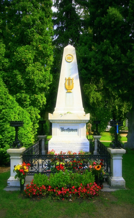 4638534_Beethoven_tomb_stone (430x700, 297Kb)