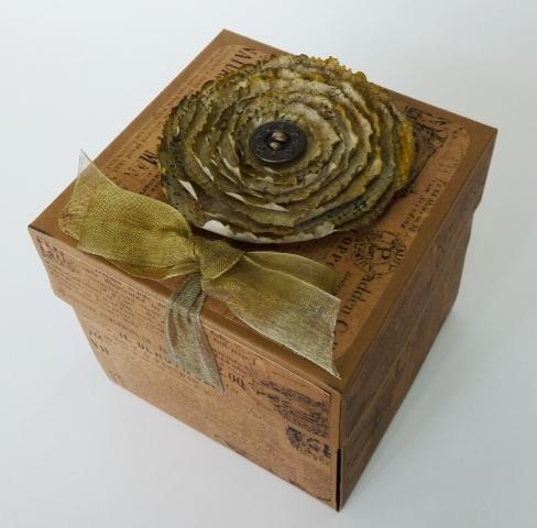 Коробочки, теги, открытки и ЦВЕТЫ ИЗ БУМАГИ (39) (488x480, 170Kb)