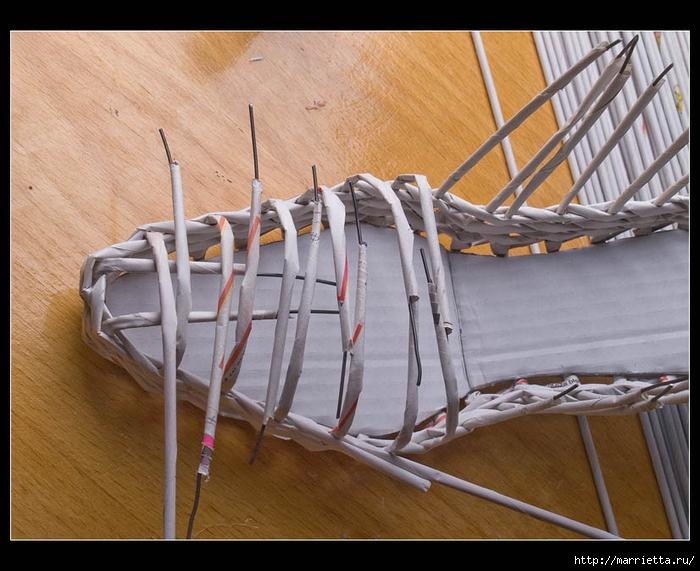 Плетение из газет. ТУФЕЛЬКА на шпильке. Мастер-класс (13) (700x571, 287Kb)