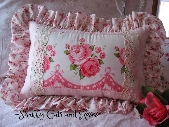 1 Vintage Rose Fabric pillow (700x525, 125Kb)