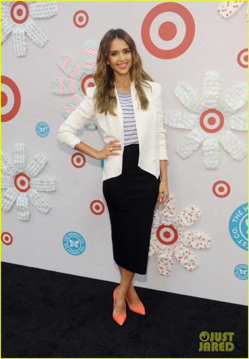 jessica-alba-celebrates-honest-company-at-target-launch-05 (485x700, 71Kb)