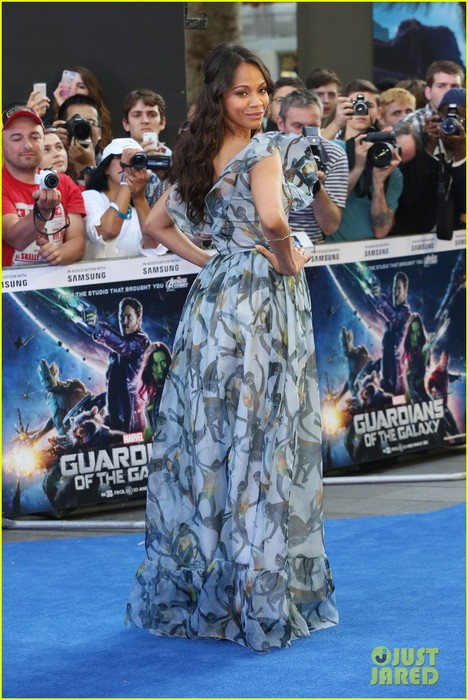 zoe-saldana-wears-billowy-dress-to-hide-baby-bump-at-guardians-uk-premiere-03 (468x700, 111Kb)