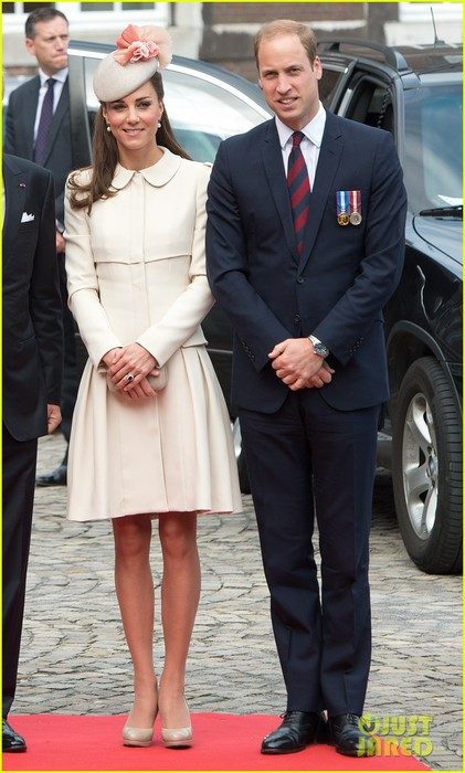 kate-middleton-prince-william-put-on-their-best-for-a-ww1-100-years-commemoration-07 (421x700, 84Kb)