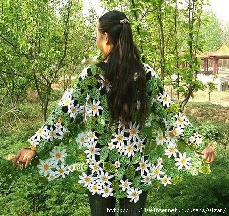 giacca fiorita con margherite e foglie