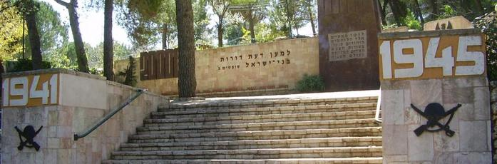 4638534_18067PikiWiki_Israel_12305_monument_to_jewish_soldiers_in_the_red_army_who_fe940x310 (700x230, 37Kb)