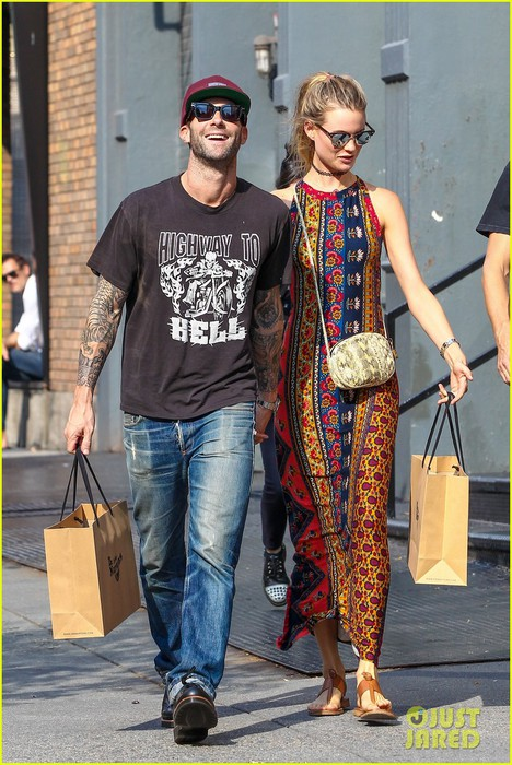 adam-levine-loves-calling-behati-prinsloo-his-wife-05 (468x700, 121Kb)