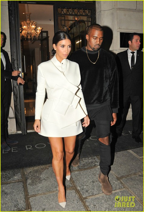 kim-kardashian-kanye-west-cant-stop-smiling-in-paris-01 (477x700, 95Kb)