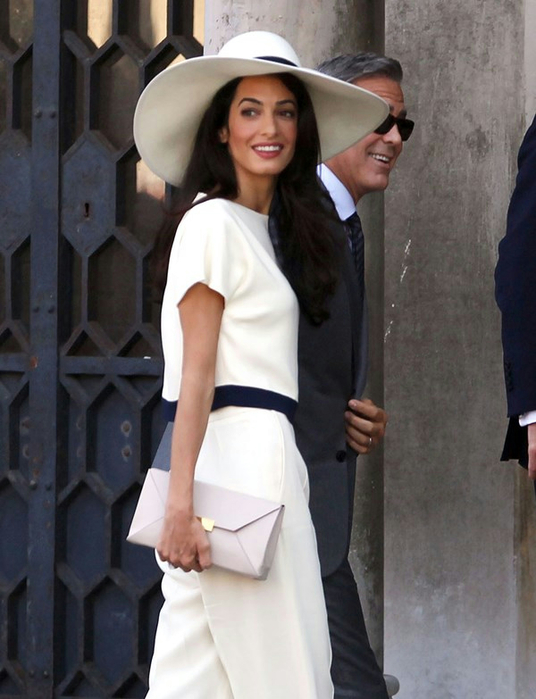 amal-clooney-civil-ceremony-29sept14-02 (536x700, 311Kb)