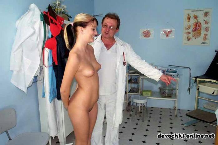 Девушек раздевают до гола у врачей