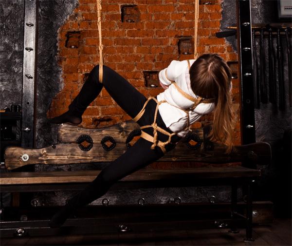 Девушки связанные веревкой фотогалерея #9